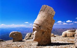 Статуи на горе Немрут - Даг, Турция