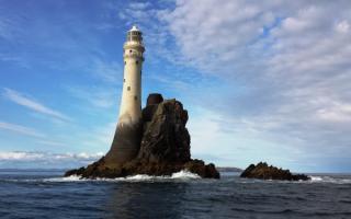 Маяк Белл-Рок у побережья Шотландии
