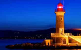 Морской маяк ночью