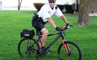 Полицейский на велосипеде