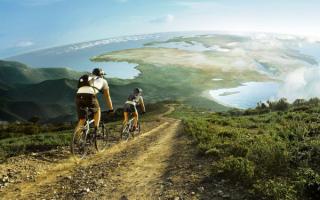 Туристы на горных велосипедах