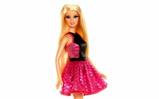 Барби в черно-красном платье