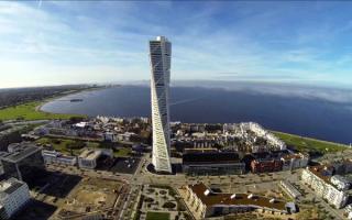 Turning Torso - небоскреб в городе Мальме, Швеция. Высота 190 метров