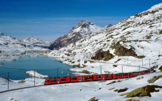 Поезд на горной железной дороге