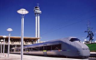 Электропоезд в аэропорту города Осло