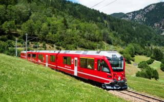 Электропоезд в горах