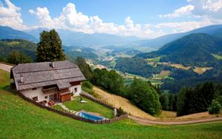 Шале в Доломитовых Альпах Италии
