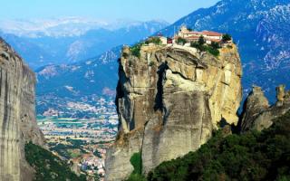 Монастырь на скале