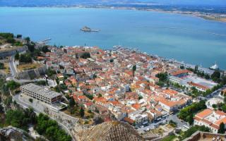 Нафплион -  город на полуострове Пелопоннес в Греции