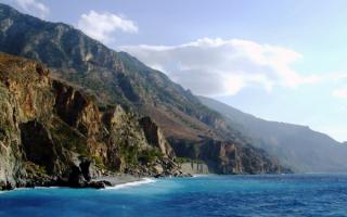 Скалистое побережье острова Крит
