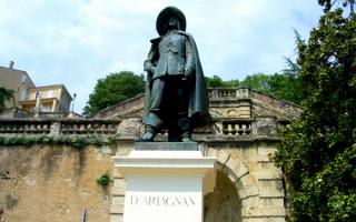 Статуя Д'Артаньяна в городе Ош, Гасконь, Франция
