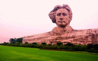 Статуя Мао Цзэдуна в Китае