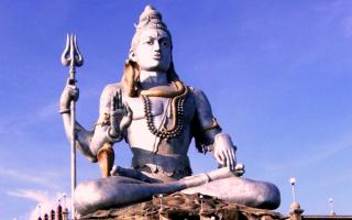 Статуя бога Шивы, Индия