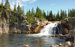 Река с водопадом в Норвегии