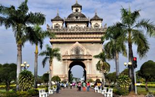 Триумфальная арка в Лаосе