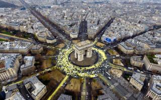 Триумфальная арка в Париже вид сверху