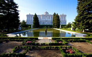 Сад у королевского дворца в Мадриде