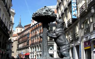 Символ Мадрида - медведь и земляничное дерево