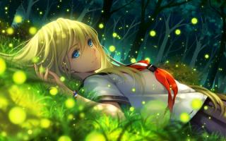 Аниме девушка на траве