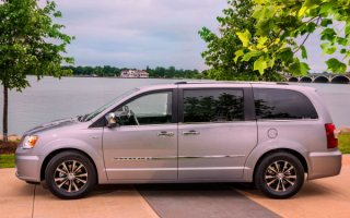 2014 Chrysler Town & Country minivan